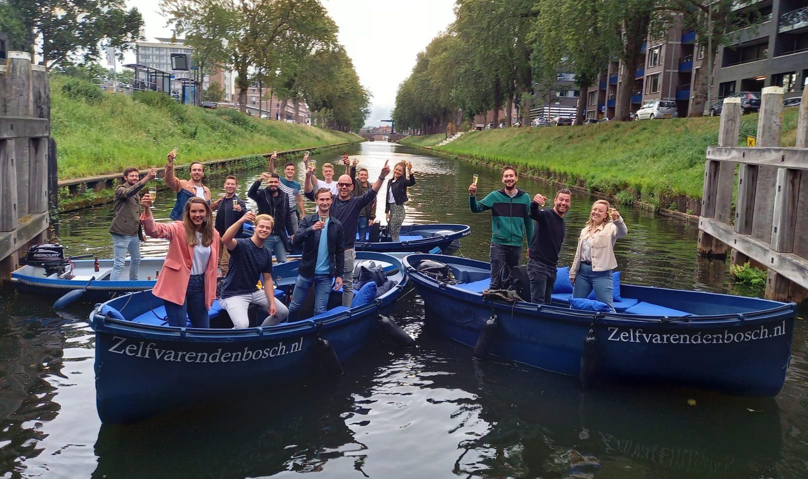 Groepsuitje op het water in Den Bosch