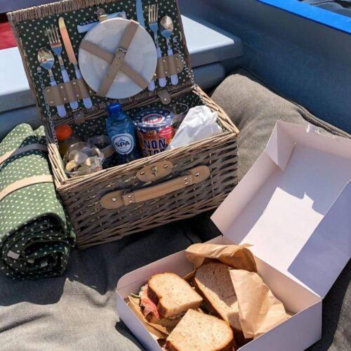 Picknick aan boord in Den Bosch